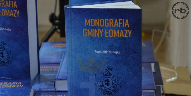 Zdjęcie książki - niebieska okładka i napis Monografia Gminy Łomazy
