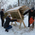 Międzyrzec Podlaski: Sianko i inne smakołyki dla leśnych zwierząt w parku Potockich